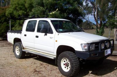 Toyota Hilux Twin Cab 2000 model